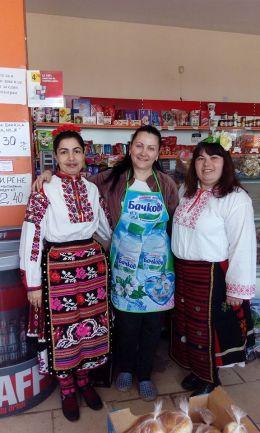Двете ръководителки - г-жа Димитрова и г-жа Ангелова - ОУ Васил Левски - Долни Луковит